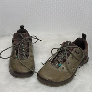 Ladies Chaco Bungee shoes sz 7 great condition